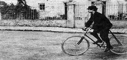 Alfred Jarry à bicyclette