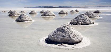 Piles_of_Salt_Salar_de_Uyuni_Bolivia_Luca_Galuzzi_2006