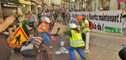 110 activistes inaugurent le premier aménagement cyclable de Biarritz
