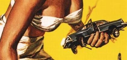 La vengeance de la femme géante contre les voitures