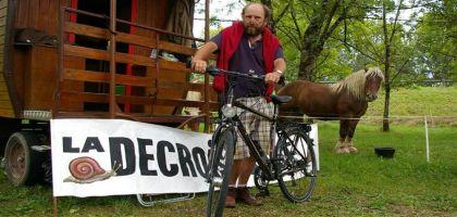 Présidentielles 2012 : Un candidat décroissant fait un tour de France à vélo