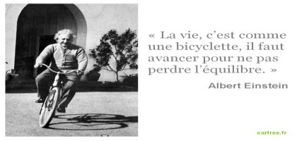 Albert Einstein fait du vélo