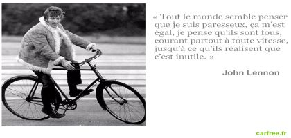 John Lennon fait du vélo