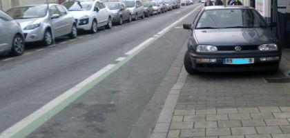 Intervenir et punir les automobilistes qui se garent sur les trottoirs