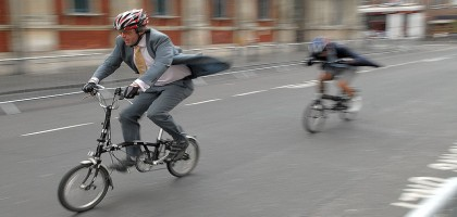De la compatibilité du costume-cravate à vélo
