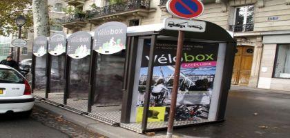 Paris : des box à vélos sur le trottoir