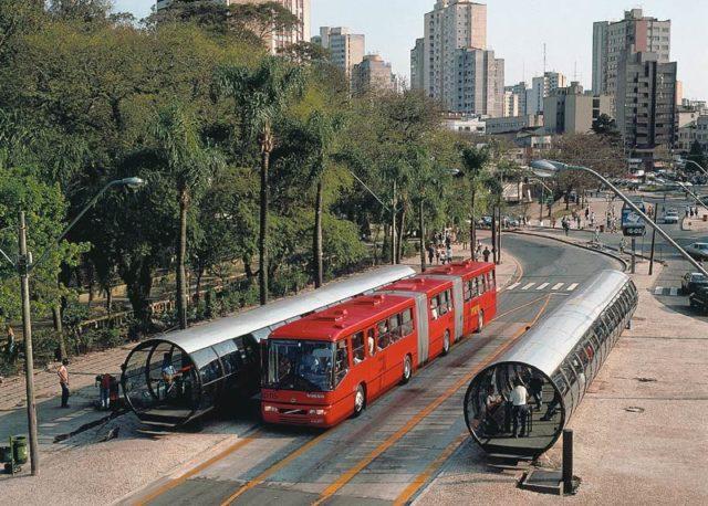 Curitiba : une ville pour les gens, pas pour les voitures