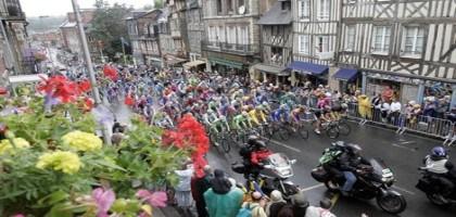 La ville de lisieux d sign e clou rouill 2010 pour sa for Piscine lisieux