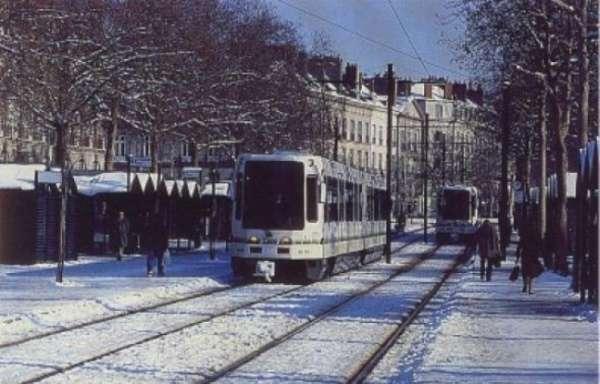 mise-service-premier-tramway-moderne-a-nantes-7-janvier-1985