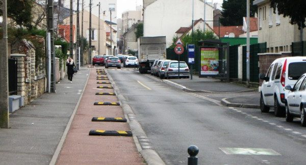 Rendre impraticable la piste cyclable